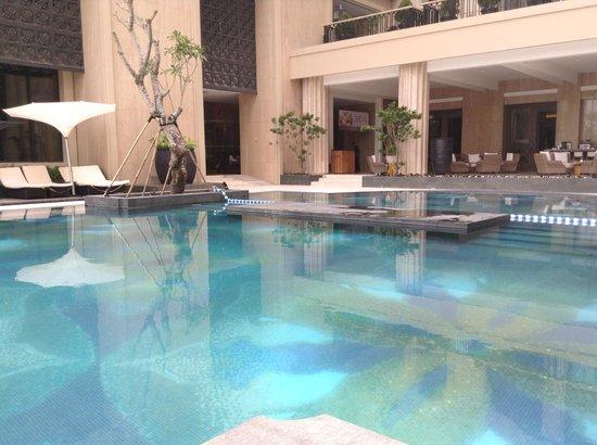Hotel Tentrem Yogyakarta : Pool