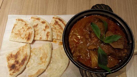 Thai Express: Thai chicken curry with thai naan