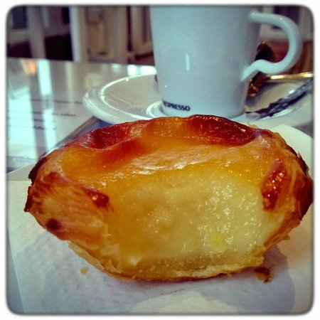 O Calhau : Portuguese custard tarts to die for...