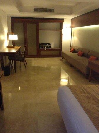 The Magani Hotel and Spa: Desk, sofa and wardrobe