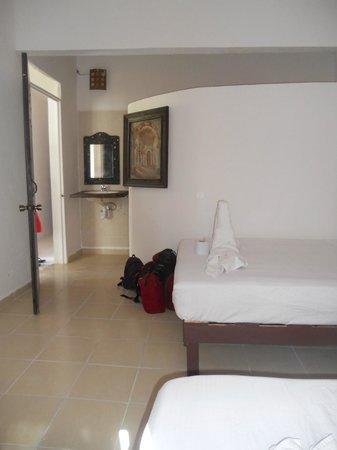Lobo Inn : La chambre avec salle de douche et toilettes