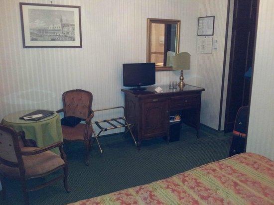 Kette Hotel: Bedoom 225