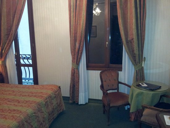 Kette Hotel: Bedroom 225
