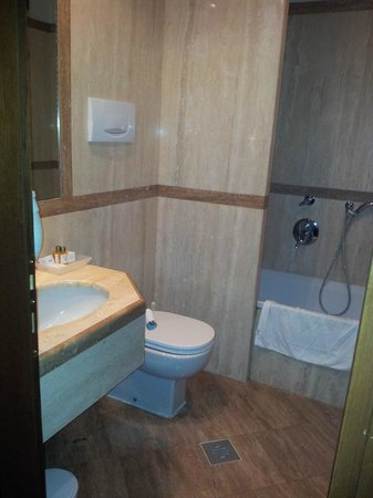 Kette Hotel: Bathroom 225