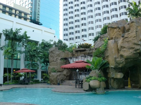 Diamond Hotel Philippines: Outdoor pool