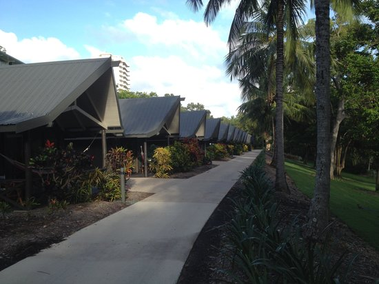 Palm Bungalows: Front of Bungalows