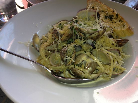 Santa Barbara FisHouse: Best Clam Linguini!