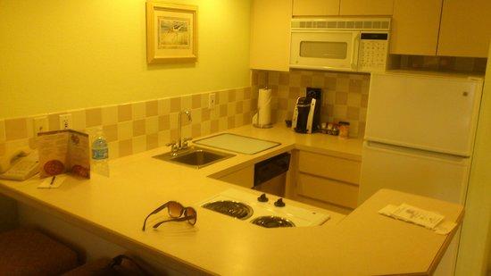 Lido Beach Resort: Kitchen, room #343