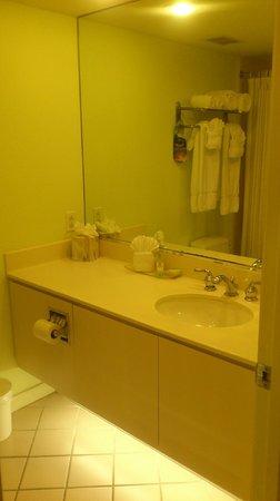 Lido Beach Resort: Bathroom, room #343
