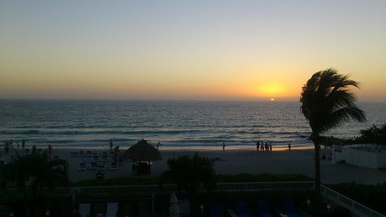 Lido Beach Resort : View from rorm #343