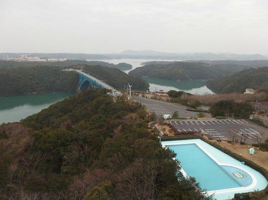 Iseshima Royal Hotel: 奇数側の部屋からの眺め(この写真はエレベータホールから)