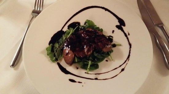 La Cucina del Museo: scaloppa di foiè gras con aceto tradizionale, germogli di spanaci e pan brioches
