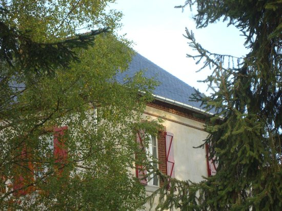 Bonnefont, France: la buissière, nichée dans sa campagne