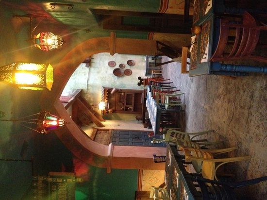 Agrabah Cafe: Tables in the hall way between the open and closed halls