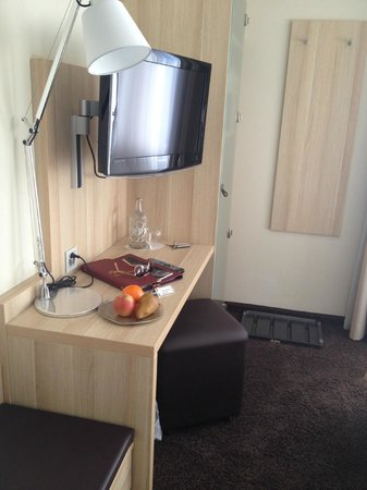 Hotel Oberland: Welcome fruit and water