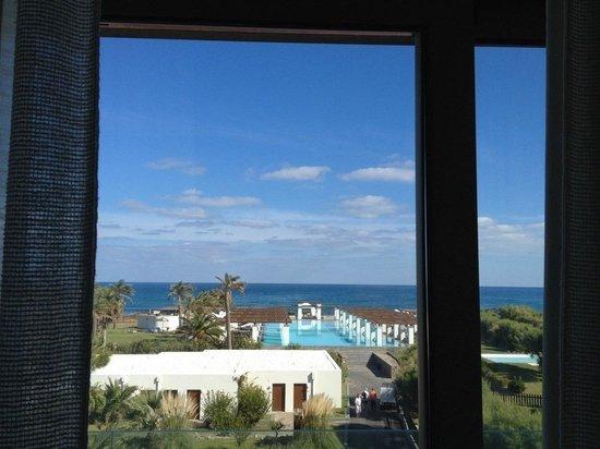 Amirandes, Grecotel Exclusive Resort: Вид из окна  номера с видом на море