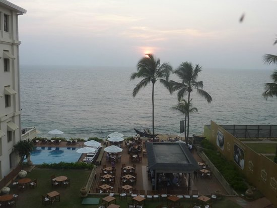 Galle Face Hotel Colombo : Sunset, every minute now