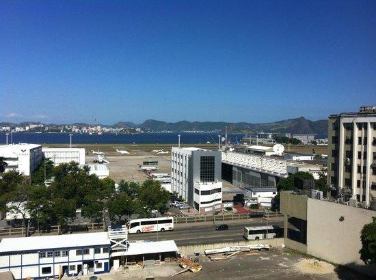 Novotel RJ Santos Dumont: Vista do apartamento - Aeroporto