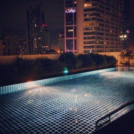Park Plaza Sukhumvit Bangkok: Pool på taket