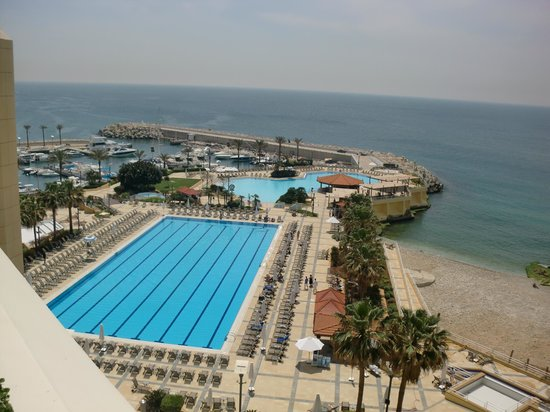 Mövenpick Hotel Beirut : Outdoor pool area