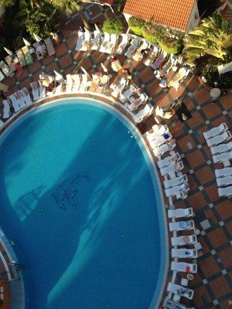 Palm Beach Tenerife: Pensionisten Festspiele