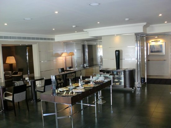 Movenpick Hotel Beirut: Execuitive lounge