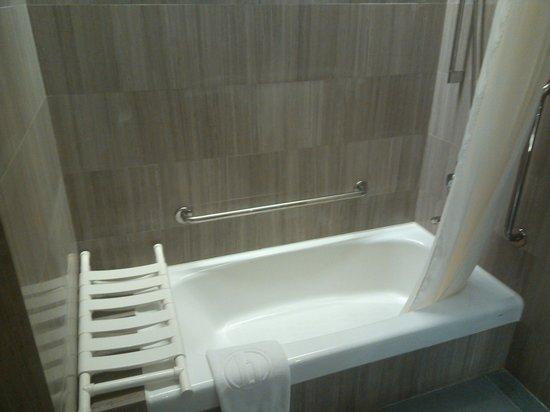 L'hotel élan : Bath Tub