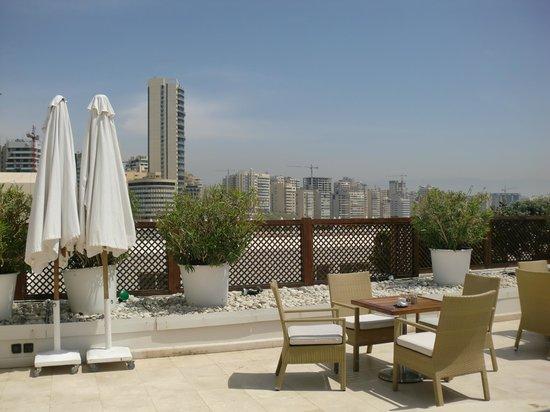 Movenpick Hotel Beirut: Outdoor bar