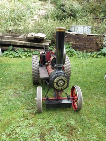 Twyford Waterworks: minature burrell traction engine at at a event day