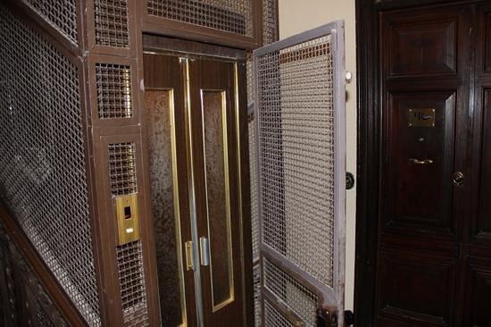 Luxury on the River: l'ascenseur (l'hotel se trouve au premier etage)