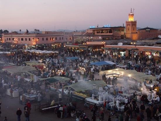 Riad Bamboo : main square. evening food stalls