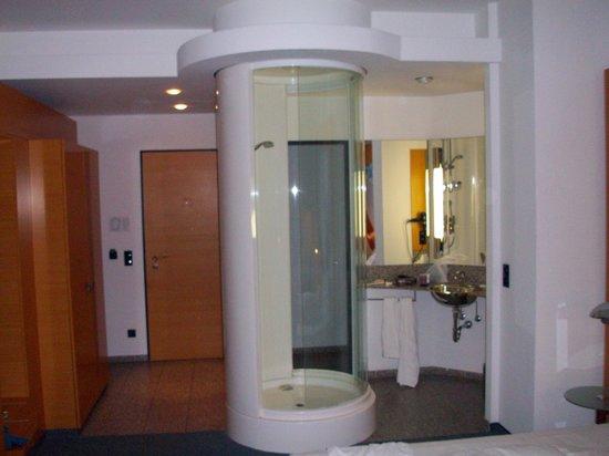 Select Hotel Berlin Ostbahnhof: doccia con vista