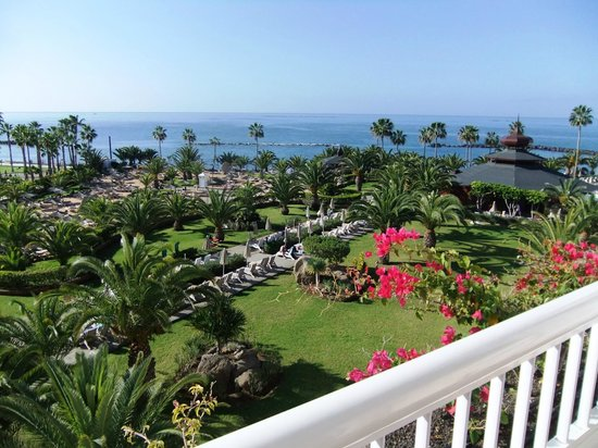 Hotel Riu Palace Tenerife: View from our 4th flooor balcony
