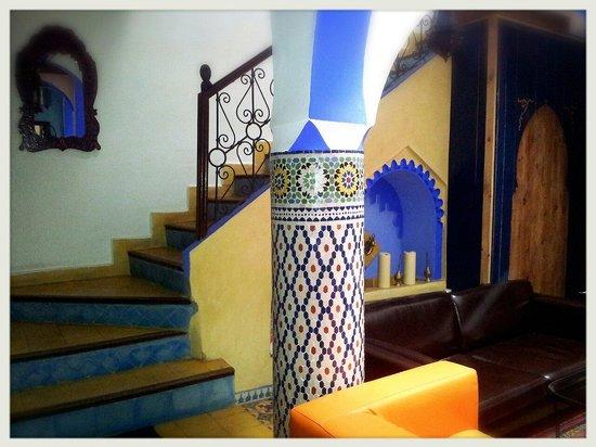 Riad Assilah Chefchaouen: Hall y acceso a plantas superiores