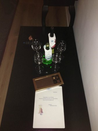 Sea Executive Suites: Complementary chocolate and Wine ivm verjaardag dochter