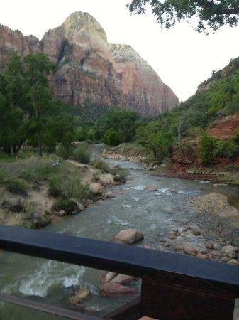 Zion Lodge: ET au milieu coule une rivière
