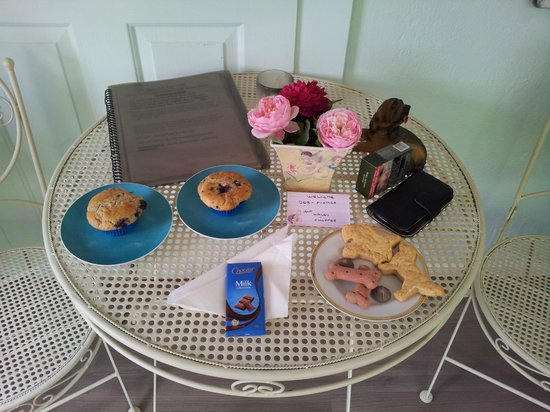 Must Love Dogs B&B & self contained cottage: Welcome goodies