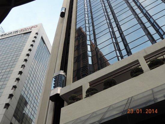 Melia Kuala Lumpur: Ascenseur externe