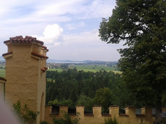 Hotel Villa Ludwig: View from Hohenswangau castle.