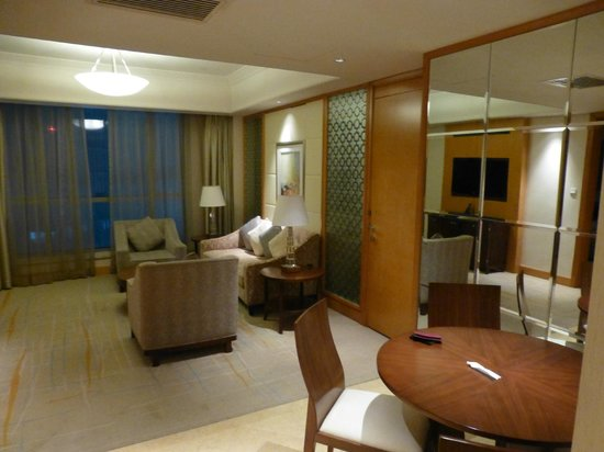 DoubleTree by Hilton Shanghai Pudong: living room