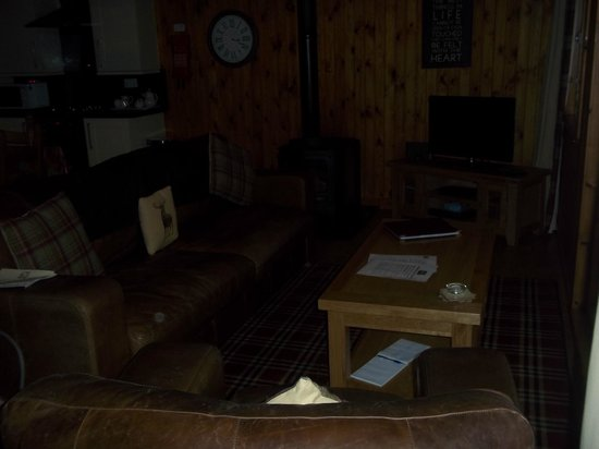 Wildside Highland Lodges: Main sitting area. So comfy and magical with the log fire