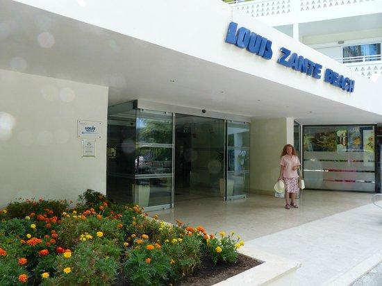 Louis Zante Beach: Hotel entrance showing Kate.