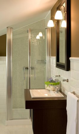Hotel Casa de Castro: Baño con ducha de una habitación superior