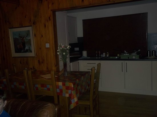 Wildside Highland Lodges: Dining room and kitchen. Well equipped & clean