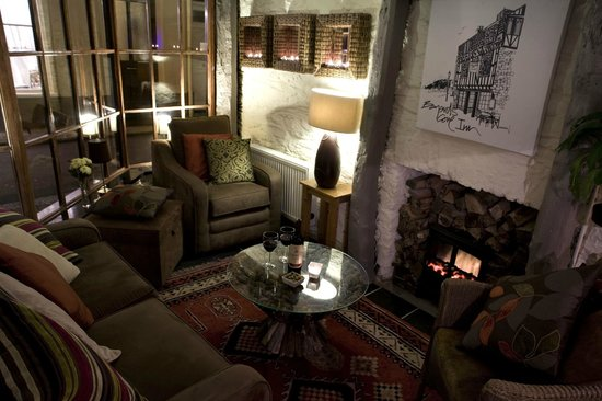 Bayards Cove Inn Restaurant Dartmouth: Cosy corner by the fire