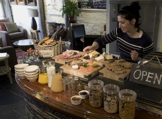 Bayards Cove Inn Restaurant Dartmouth: Continental Breakfast