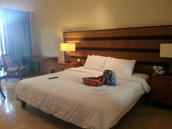 The Santosa Villas & Resort: Large super comfortable bed