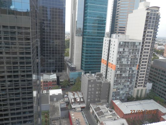 Rydges Melbourne Hotel: View from level 22 room number six