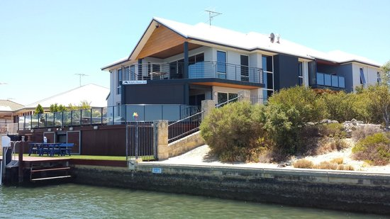 Dolphin Point B&B: Dolphin Point from the Canal