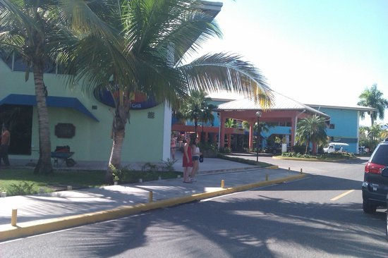 Hotel Beach House Playa Dorada: Centre d'achat (10 minutes à pied)